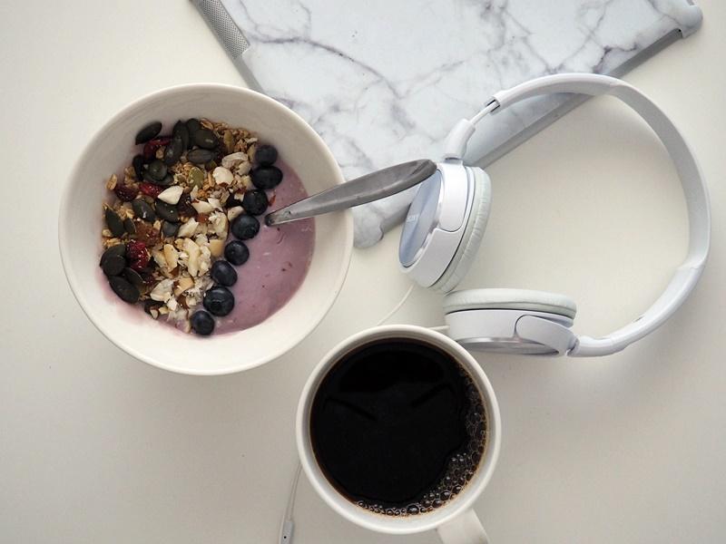 terveellinen aamiainen g, m
