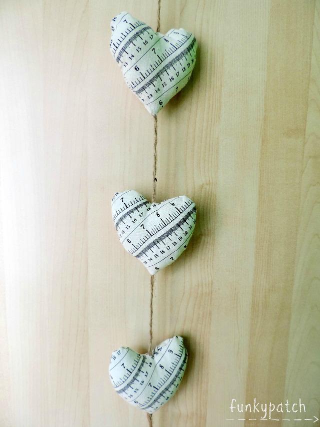 Guirnalda de tela con corazones