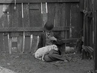 """Кадр из фильма Чарли Чаплина """"Собачья жизнь"""" / A Dog's Life (1918) - 16"""