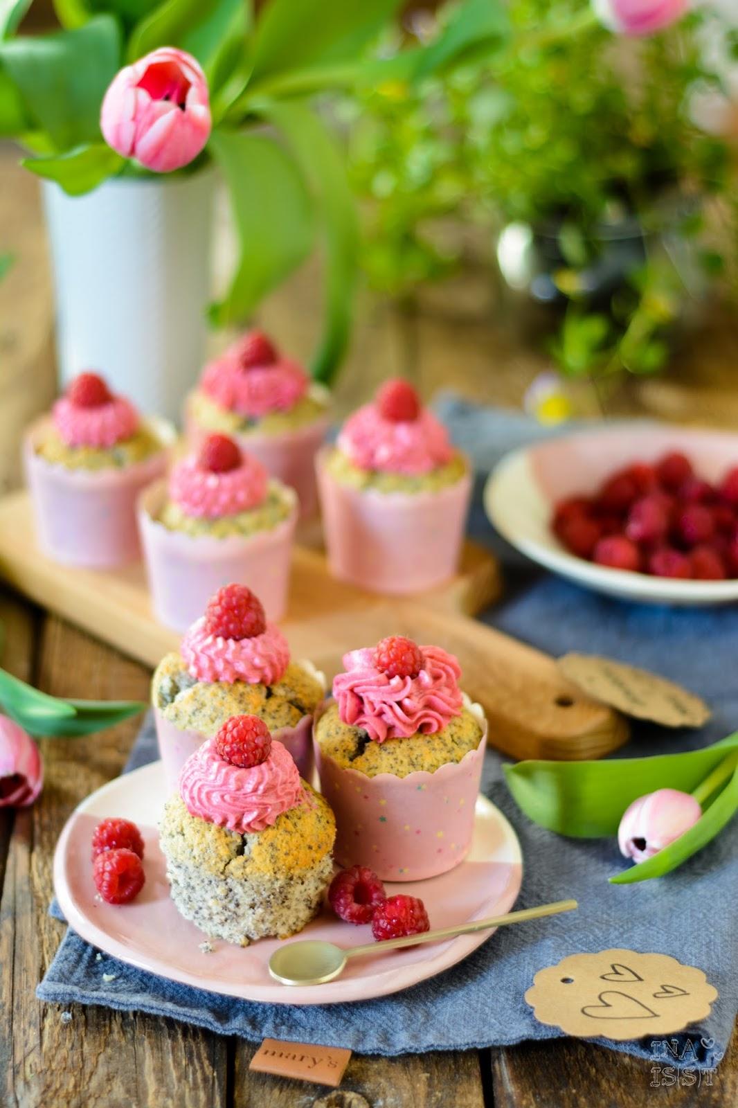 Mohn-Muffins mit Zitrone und frischem Himbeertopping Rezept, Ina Is(s)t