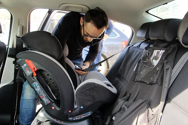 Samochodowy fotelik jak prawidłowo zamontować