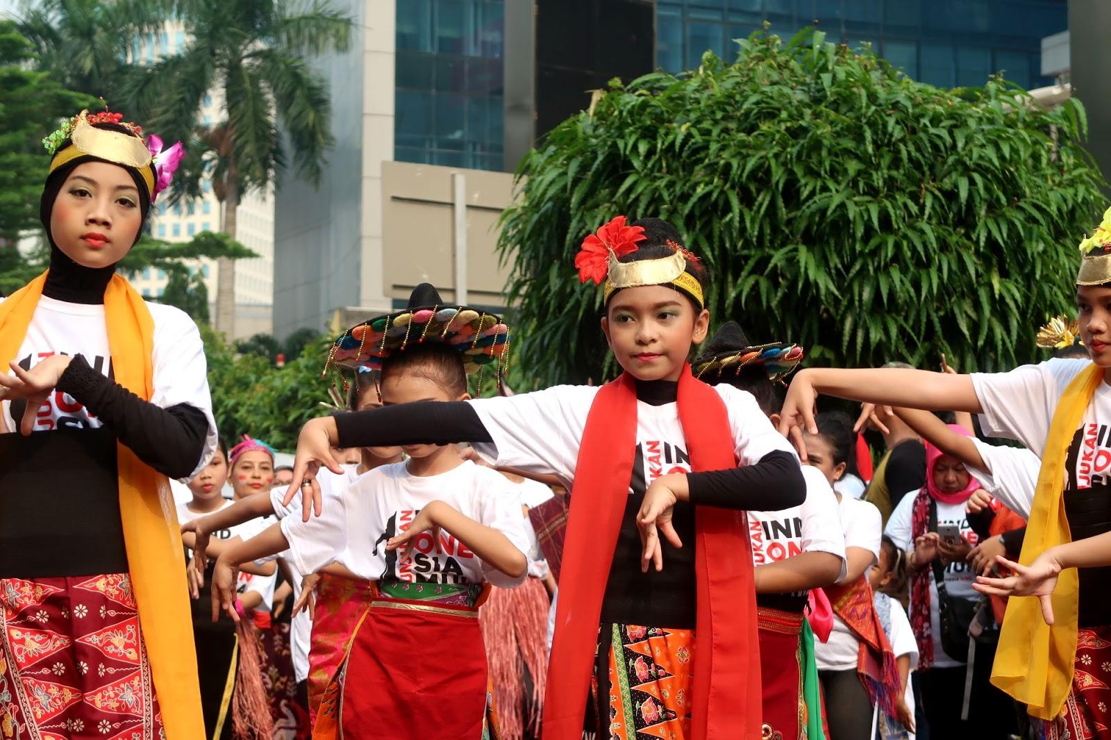 Flashmob Tarian Daerah Membuat Bangga Menjadi Indonesia Indonesia