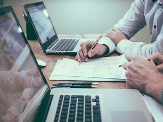 Memilih Gaji Besar Atau Kenyamanan Ketika Bekerja? Pertimbangkan Baik-Baik ya Ketiga Hal Ini