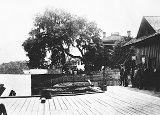 Late 1800s photo of men standing on hotel dock in Astor, FL
