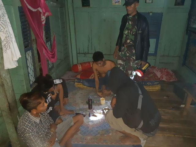 BN dan DL (18) ditangkap saat sedang melakukan pesta narkoba jenis Sabu
