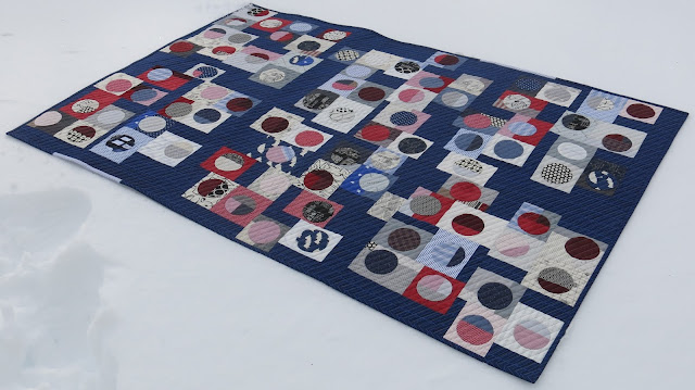 Quilty 365 - Hand applique circles - First quilt finished - On snow