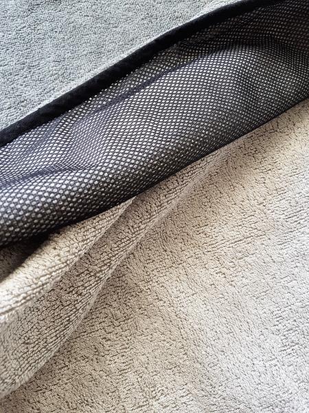Sporthandtuch aus grauem Frottee mit Tasche