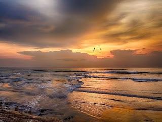 puesta-de-sol-entre-nubes