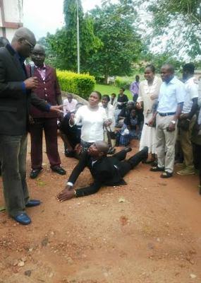 late Ekiti Civil servants prostrating for Ayo Fayose