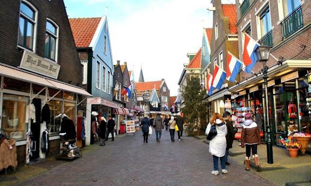 Passeios por Volendam na Holanda