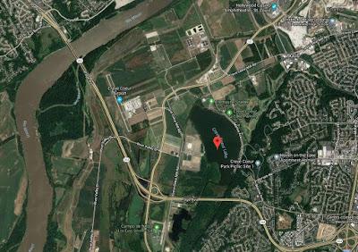 Situación de lago junto al río Missouri