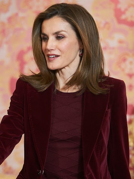 Queen Letizia wore UTERQUE High heel fabric shoes, Hugo Boss trousers, Hugo Boss blazer