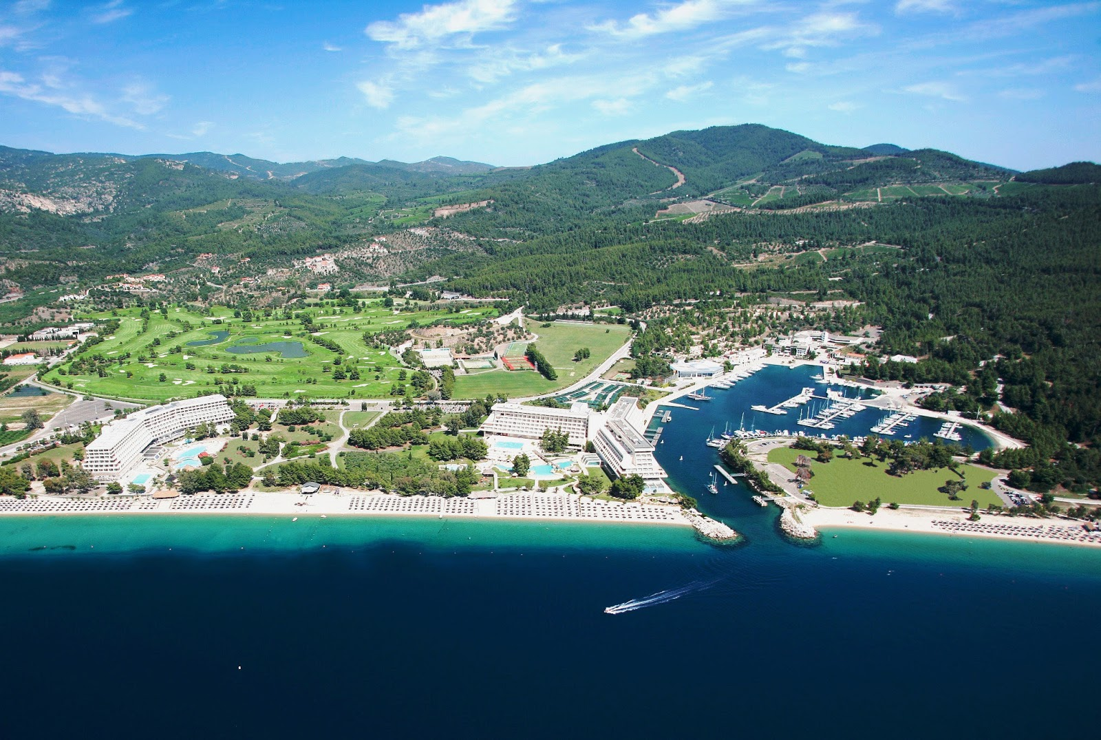 Πρώτη σε «Γαλάζιες Σημαίες» το 2018 η Χαλκιδική, τρεις από αυτές στο Porto Carras Grand Resort