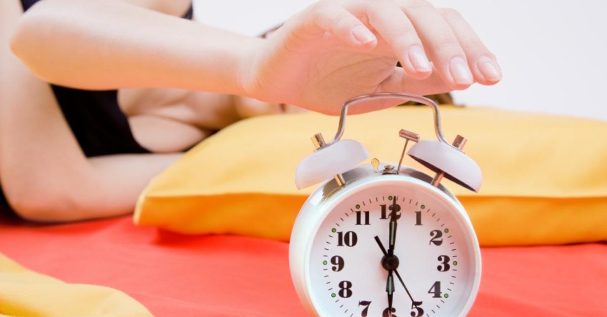 5. Buatlah Anda sulit untuk mematikan jam alarm Anda