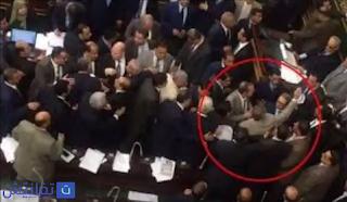 صور ضرب توفيق عكاشة بالحذاء في مجلس الشعب
