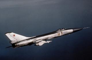 Un Su-15TM in volo con missili R-8