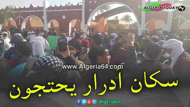 سكان أدرار يستقبلون سلال بوقفة إحتجاجية  ( فيديو )