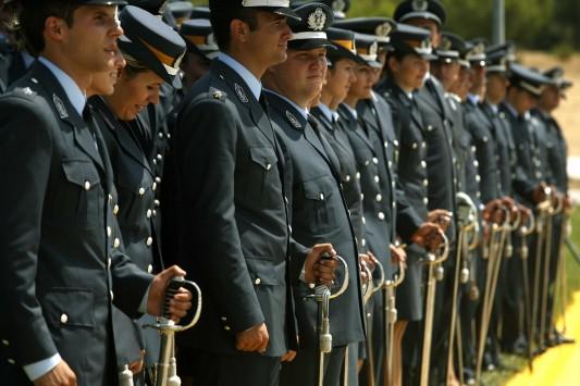 Στρατιωτικοί: Από την τσέπη τους θα πληρώνουν δέκα στολές