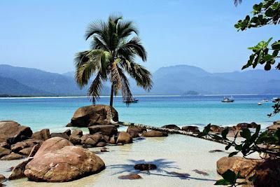 praia-do-aventureiro-brasil