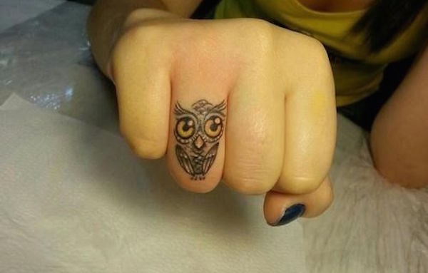30 Amazing Attractive Finger Tattoo Styles-12