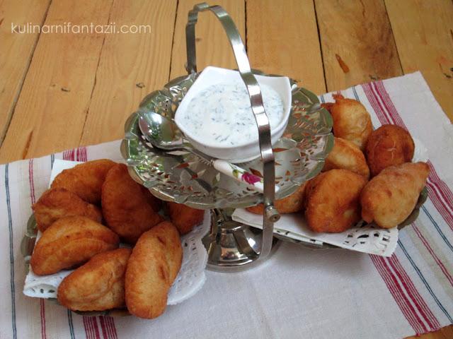 Пирожки с плънка от картофи и месо