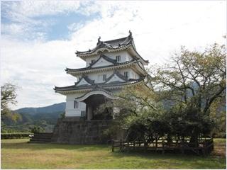 ปราสาทอุวาจิมะ (Uwajima Castle)