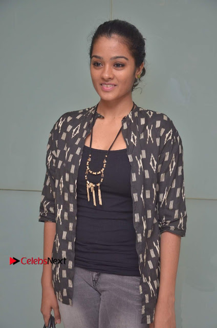 Tamil Actress athrie Shankar Pos in Jeans at Maanagaram Premiere Show  0001.jpg