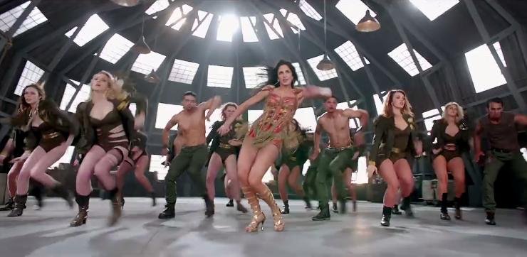 katrina kaif hot bikini scene in dhoom 3 song actress