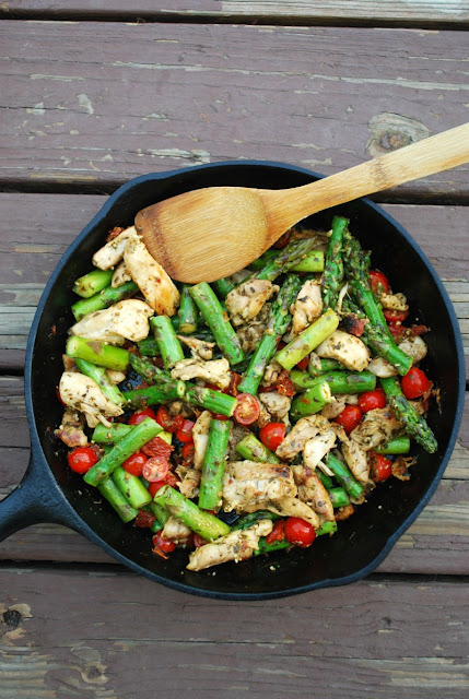 One Pan Pesto Chicken and Veggies - healthy, quick, family friendly weeknight meal