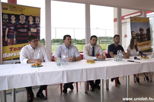 Az egyetem, a sportcentrum, a labdarúgó akadémia és a város együttműködésének köszönhetően az FC Barcelona edzőitől tanulhatnak a fiatalok.