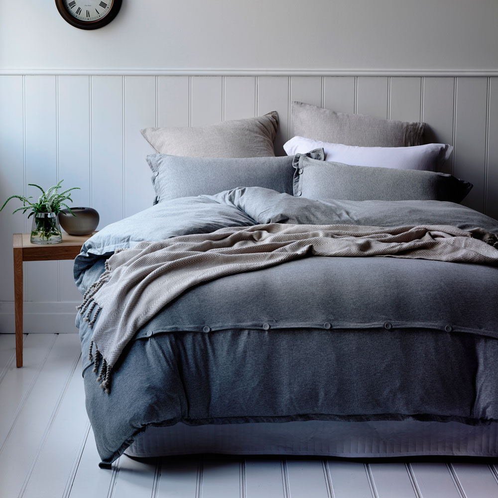 Jersey Knit Bed Sheets: Pick the perfect bed sheets from our wide selection of patterns and colors.