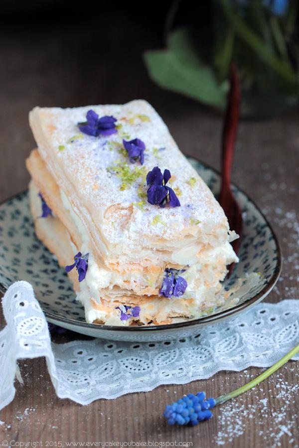 mille feuille przekładaniec z ciasta francuskiego limonkowo-fiołkowe