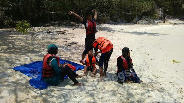 Aktiviti snorkeling kami bersambung di sini....