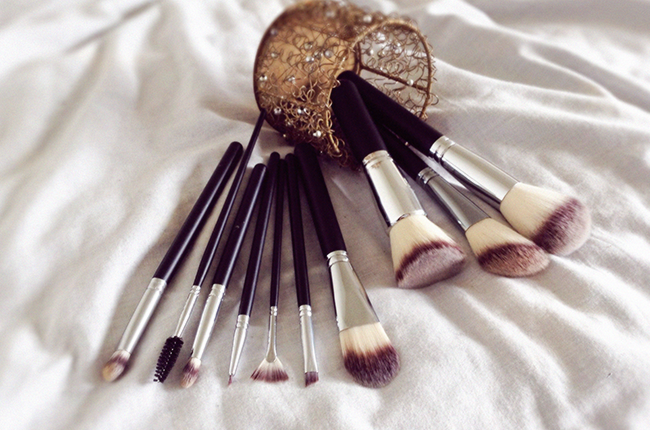 Crownbrush makeup brushes 516 syntho set blog review