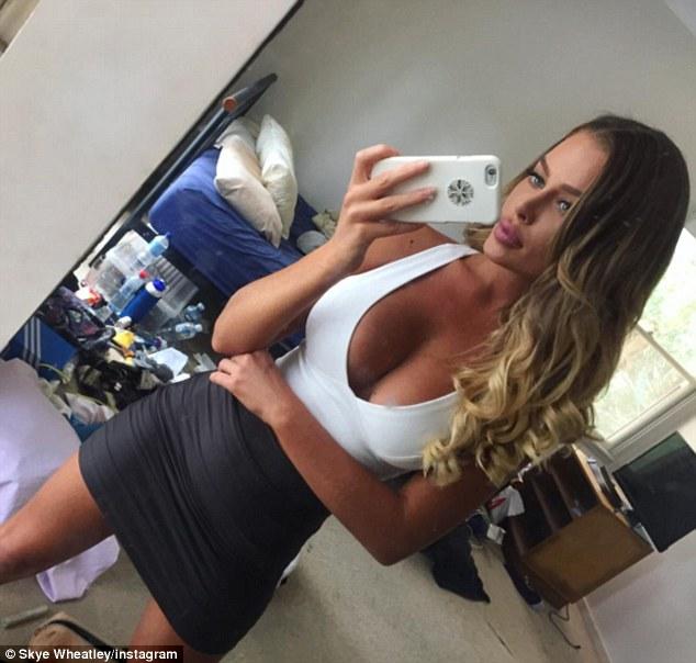 Skye Wheatley look sexy in selfie