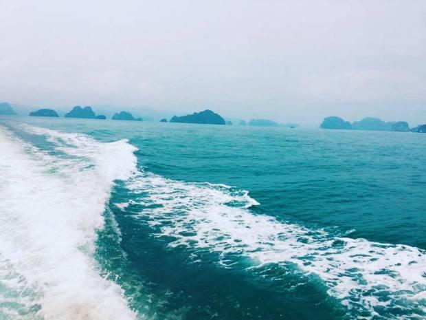 Từ cảng Cái Rồng Vân Đồn đi đảo Quan Lạn hoặc Minh Châu