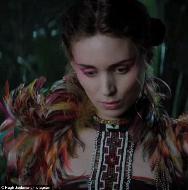 Tiger Lily ou Tigrinha, figurino Peter Pan filme 2015, roupa com plumas