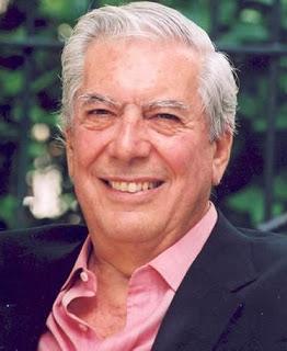 Imagen de Mario Vargas Llosa con una gran sonrisa