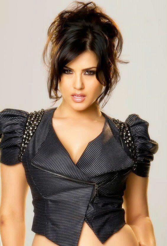 Letz View Pics Sexy And Hot Pics Of Sunny Leone-8493