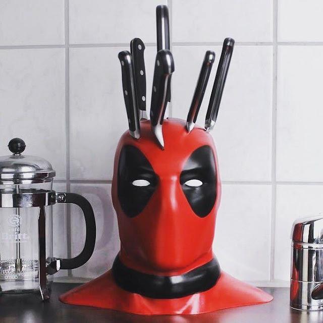 Deadpool se apodera hasta de la cocina con portacuchillos