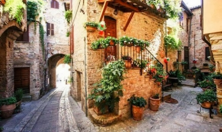 Streets of Spello – the Most Exciting Hike in an Ancient Town, Italy