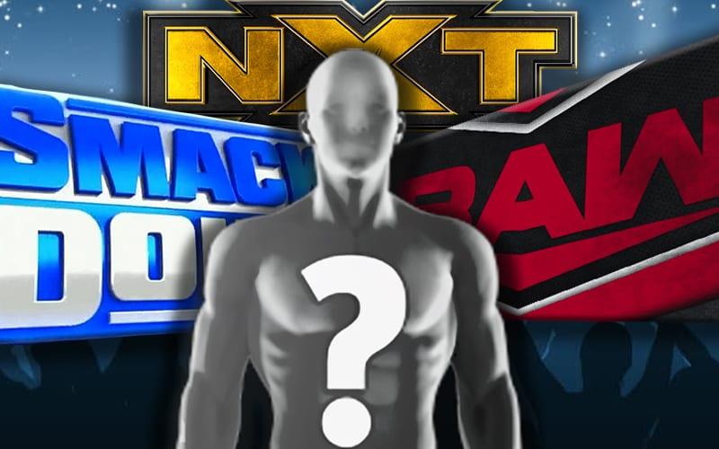 WWE perto de recontratar antigo comentarista