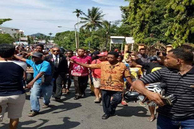 TNI Membakar Alkitab di Papua, Membuat Warga Marah