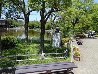 枚方市・市民の森(鏡伝池緑地)のくつろぎ(銅像)
