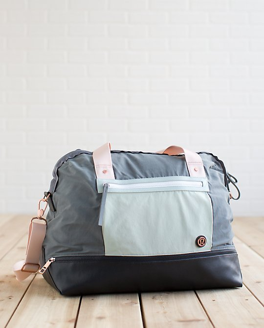 lululemon runaway-retreat-duffel