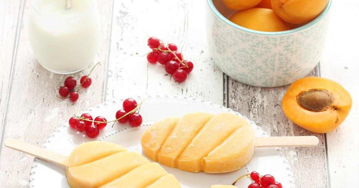 Smoothie gelato alle albicocche e latte di mandorla