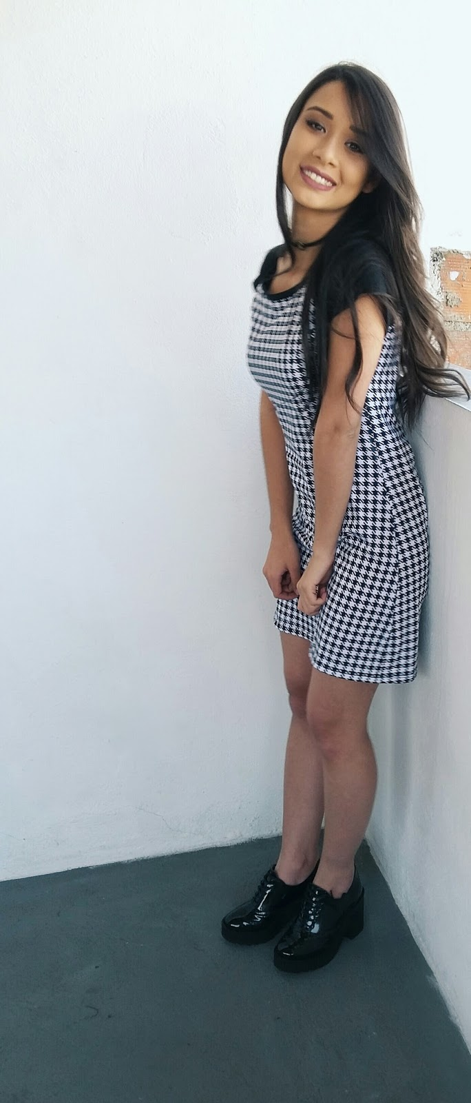Look do Dia: Vestido P&B e Colete