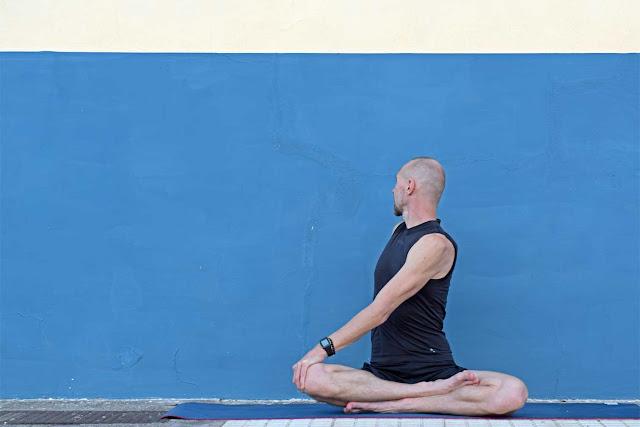 Mỗi ngày một tư thế Yoga || 23 Tư thế ngồi thoải mái vặn người