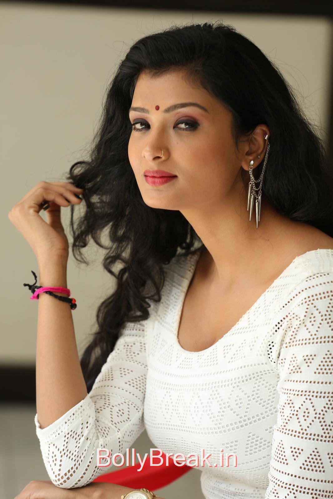 Ishita Photo Gallery with no Watermarks, Actress Ishita Face Close Up Hot HD Pics