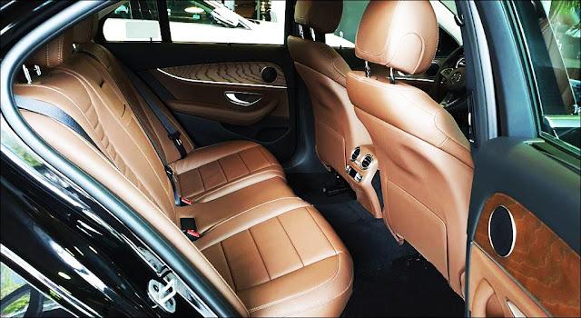 Băng sau Mercedes E200 2019 facelift thiết kế rộng rãi và thoải mái.